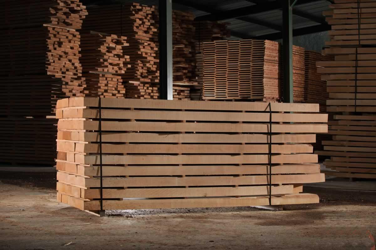 Trappen maken maatwerk in trappen specialist in bouw en hout te geldermalsen - Trap ijzer smeden en hout ...
